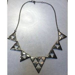 Trendy triangle statement necklace silver
